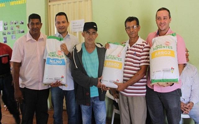 Agricultores de Timon recebem sementes do governo do estado para o plantio da safra